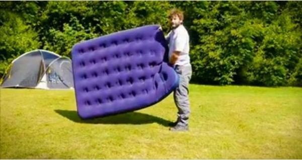 Airbed-Hack-How-to-Inflate-An-Air-Mattress-Without-A-Pump-e1432746204237