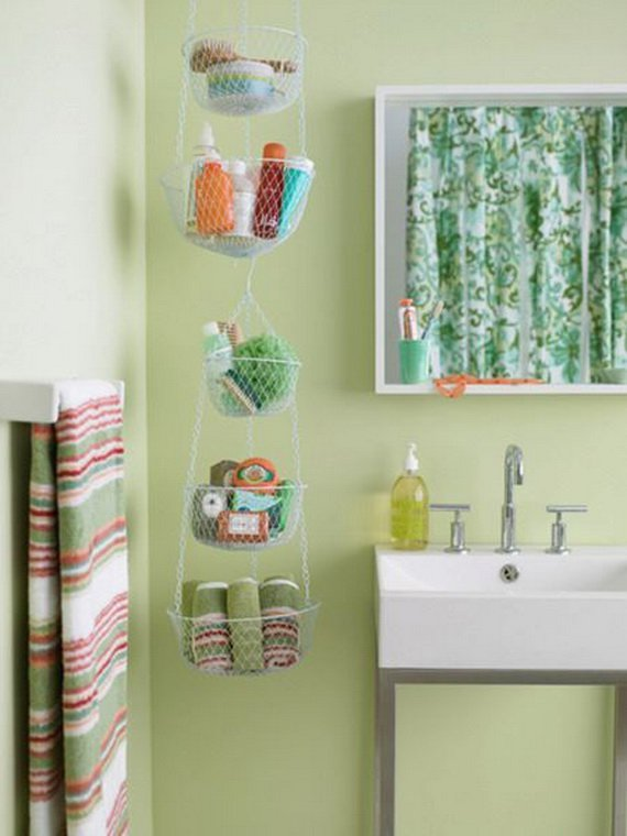 Creative-Storage-Idea-For-A-Small-Bathroom-Organization_03