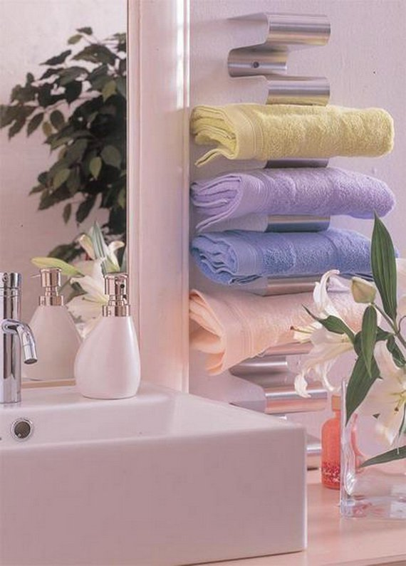 Creative-Storage-Idea-For-A-Small-Bathroom-Organization_12