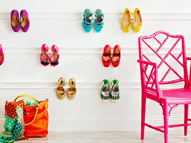 Hang-molding-on-the-walls-to-create-a-pretty-shoe-display