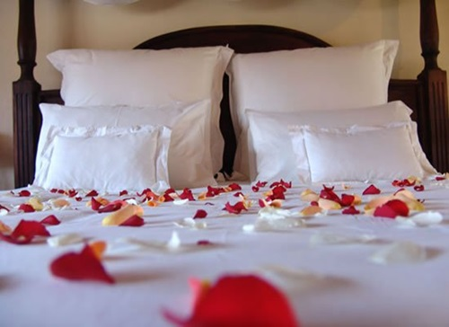 Romantic-Ideas-to-Decorate-Your-Bedroom-for-Valentines-Day-13
