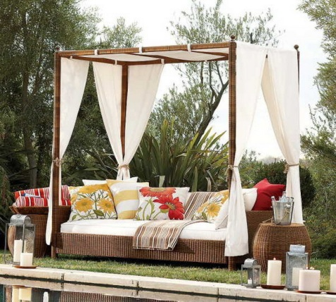 Romantic-Outdoor-Canopy-Beds-1