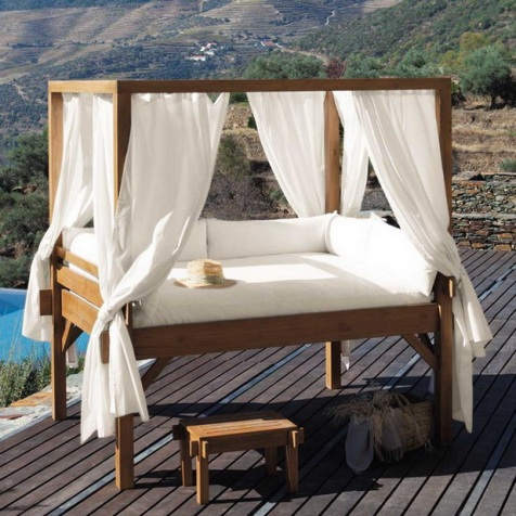 Romantic-Outdoor-Canopy-Beds-2