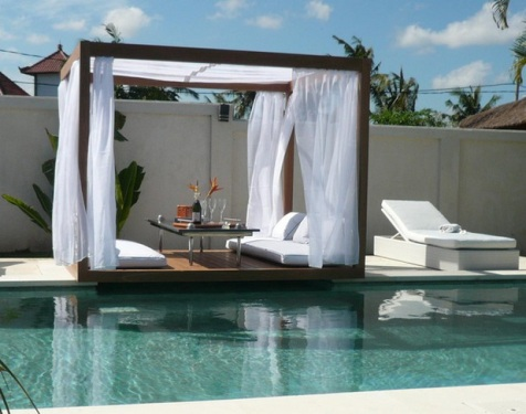 Romantic-Outdoor-Canopy-Beds-4