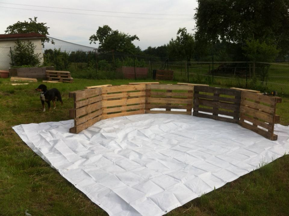 Swimming-Pool-made-out-of-pallets-1