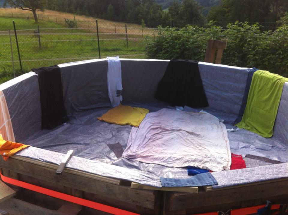 Swimming-Pool-made-out-of-pallets-3