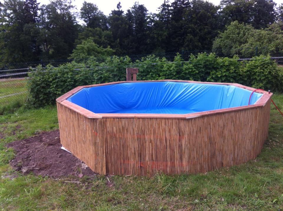 Swimming-Pool-made-out-of-pallets-5