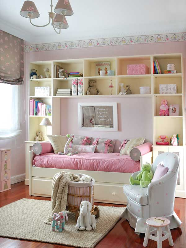 cute-pink-and-white-girls-bedroom-decor-kidsomania-600x800