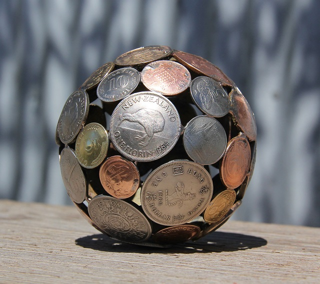 Sculptures-from-Keys-and-Coins-2