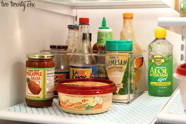 12-Tips-Tricks-For-Organizing-And-Cleaning-Your-Fridge-2