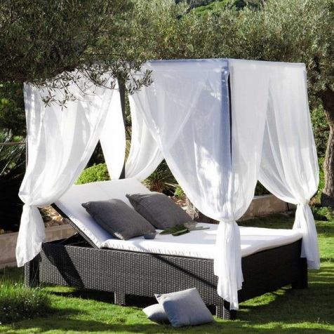 Romantic-Outdoor-Canopy-Beds-3