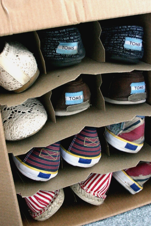 Store-your-shoes-in-wine-boxes-under-the-bed