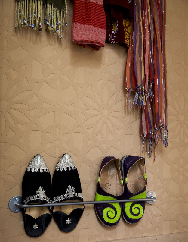 Use-towel-rails-to-hold-shoes.