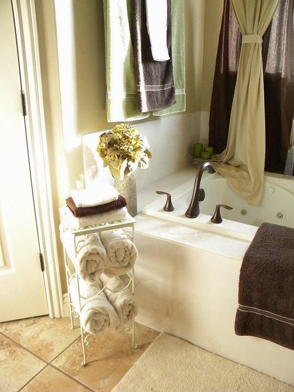 Wine-rack-towel-organizer-DIY